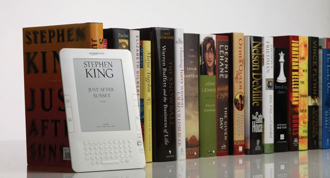 Kindle-ebook-next-to-row-of-books.jpg